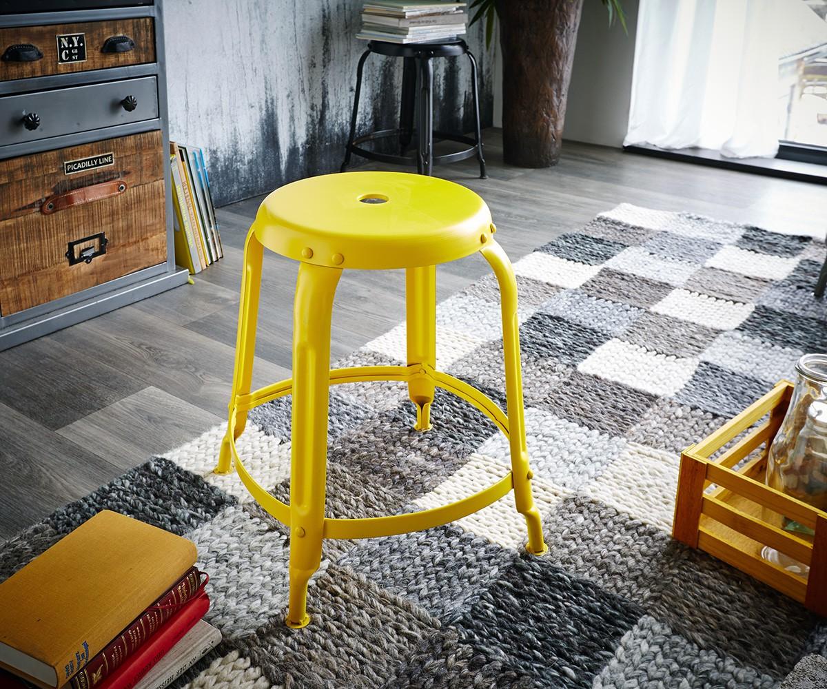 delife sitzhocker dakoi gelb mit fu ablage industrial. Black Bedroom Furniture Sets. Home Design Ideas