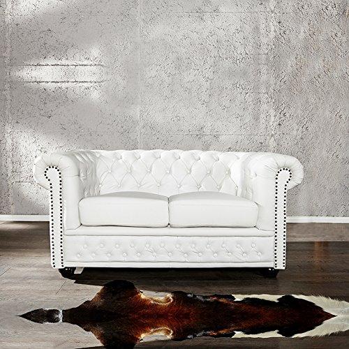 cag edles 2er sofa winchester weiss aus kunstleder im klassisch englischen chesterfield. Black Bedroom Furniture Sets. Home Design Ideas
